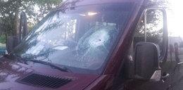 Horror! Pseudokibice zaatakowali autokar z piłkarzami