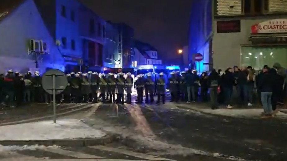 Rybnik. Zamieszki w klubie. Policja użyła broni gładkolufowej