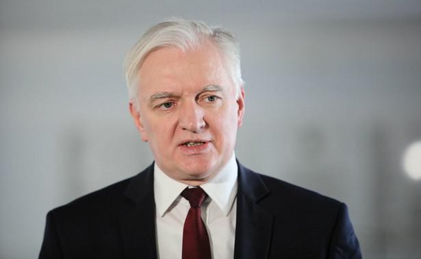 Służyć Najjaśniejszej Rzeczypospolitej jako wicepremier i minister, to największy obowiązek i zaszczyt, od dziś kontynuuję równie intensywną pracę jako poseł; musimy razem wyrwać Polskę z otchłani epidemii i załamania gospodarczego - oświadczył w czwartek prezes Porozumienia Jarosław Gowin.