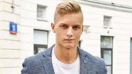 Mister Polski 2016 pokazał zdjęcie ze studniówki. Jego dziewczyna jest przepiękna!