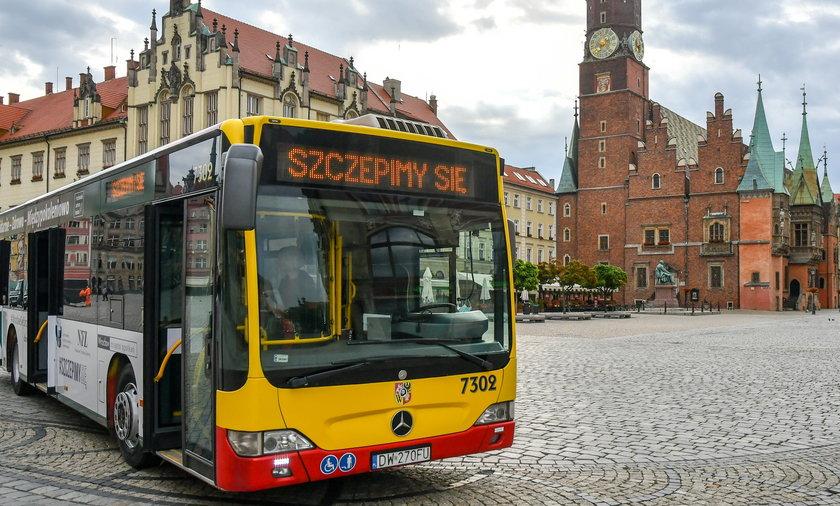 Szczepciobus to autobus MPK, w którym można zaszczepić się na COVID-19 bez wcześniejszej rejestracji.