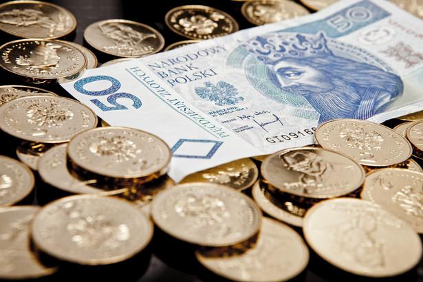 Na poprawie nastrojów korzysta złoty. W poniedziałek kurs EUR/PLN zbliżył się do wsparcia na 4,30.