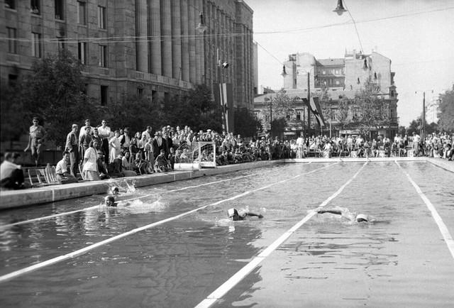 Bazen u Takovskoj ulici, 1946. godine
