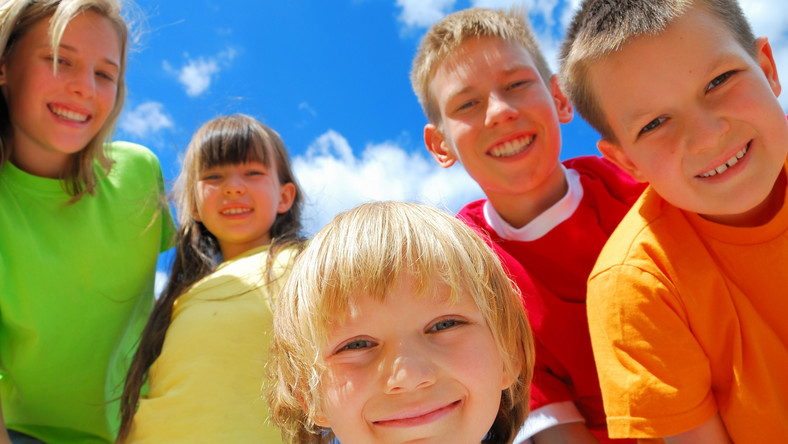 Szczęśliwe dzieciaki w dniu swojego święta