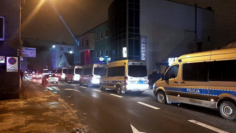 Interwencja policji pod otwartym wbrew zakazowi klubem nocnym w Rybniku