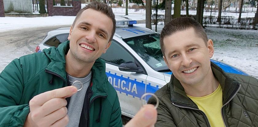 """Polscy policjanci """"uznali"""" małżeństwo gejów! Ich wpis robi furorę"""