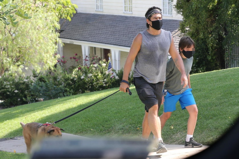 Colin Farrell z psem i synem