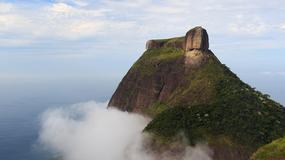 Przerażające zdjęcia turystów na szczycie skały w Rio de Janeiro