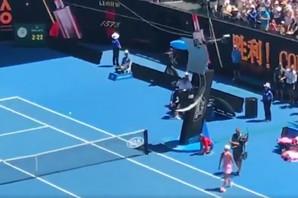 JEZIVA SCENA NA AUSTRALIJAN OPENU Kamera se potpuno otela kontroli, umalo da NOKAUTIRA sudiju /VIDEO/