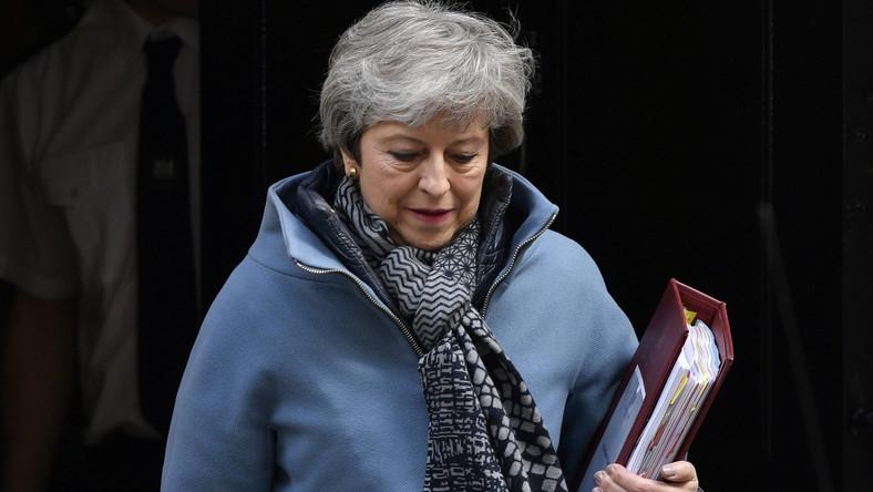 May ostrzega: im dłużej trwa proces brexitu, tym większe ryzyko