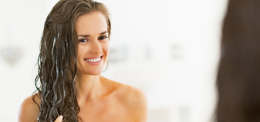3 triki, dzięki którym maska do włosów zadziała lepiej