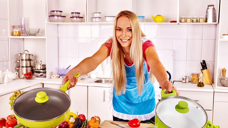 Jak wybrać odpowiednią patelnię do przygotowania różnych potraw?
