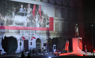 Odsłonięcie pomnika Lecha Kaczyńskiego w Warszawie. Prezes PiS: To nasze zwycięstwo'