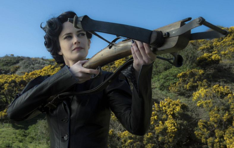 Piękna Eva Green jako pani dyrektor Peregrine
