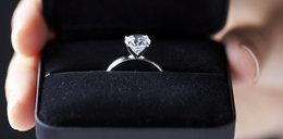 Celnicy zabrali kobiecie pierścionek zaręczynowy