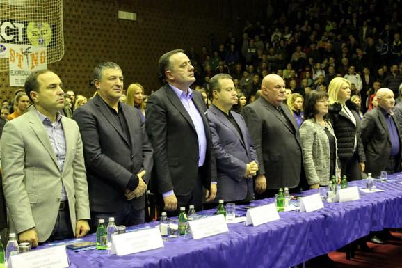 Ministari Aleksandar Antić i Ivica Dačić i gradonačelnik Jagodine Dragan Marković Palma u hali