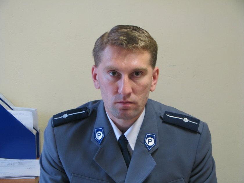 asp. sztab. Jarosław Waligóra (42 l.) z krapkowickiej policji