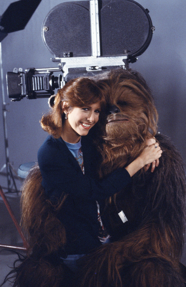 Peter Mayhew i Carrie Fisher w 1983 roku