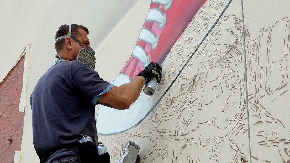 Gdańsk bez plastiku. Proekologiczny mural powstał na ścianie szkoły!