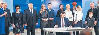 Minister finansów dystansuje się od obietnic PiS. Chłodno przyjęła rozszerzenie programu 500+