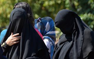 W Holandii wprowadzono zakaz zasłaniania twarzy w budynkach użyteczności publicznej