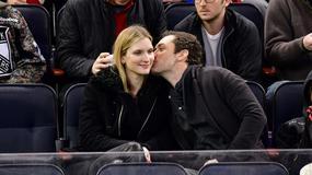 Jude Law z ukochaną na meczu NHL