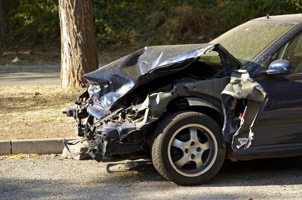 Kierowca rozmawiający przez telefon czy piszący sms-y może reagować w czasie prowadzenia auta tak samo, jak osoba, która ma prawie promil alkoholu we krwi