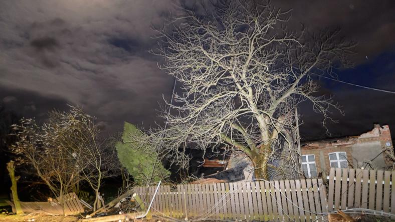 Najsilniejsze porywy wiatru wystąpiły na Śląsku i osiągały ponad 100 kilometrów na godzinę. Na Dolnym Śląsku ranne zostały 3 osoby.