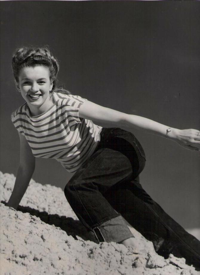 Ovo je jedna od njenih retkih privatnih fotografija na plaži, u čuvenoj prugastoj majici