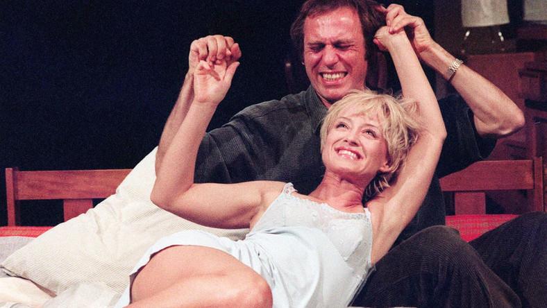 W filmie debiutowała jako nastolatka, a z teatrem związana jest od 1986 roku. Prywatnie, jako szczęśliwa żona reżysera i scenarzysty Marka Koterskiego przyznaje, że prawdziwa miłość naprawdę istnieje. Oto jak zmieniała się Małgorzata Bogdańska!