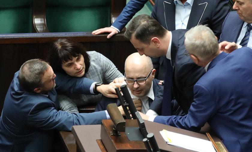 Poseł Robert Kropiwnicki zasłabł podczas obrad Sejmu
