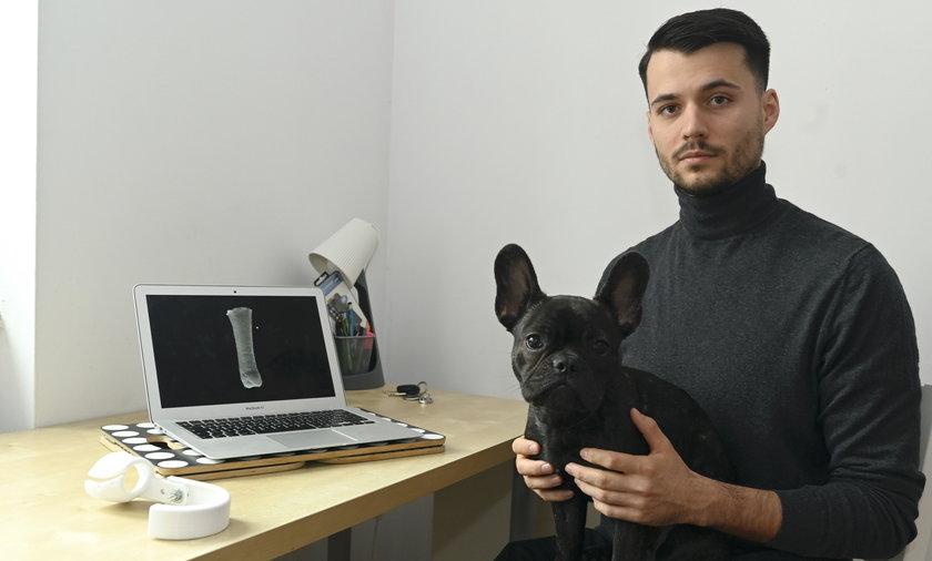 Maciej Szczepański, student 6. roku weterynarii, tworzy protezy dla psów