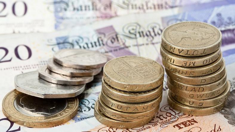 Rząd w Londynie gotów jest płacić więźniom, byleby się tylko wynieśli