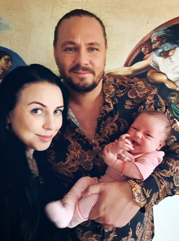 Vuksan sa suprugom Natali i ćerkom Teodorom