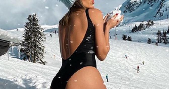Hana pozirala golišava u snegu
