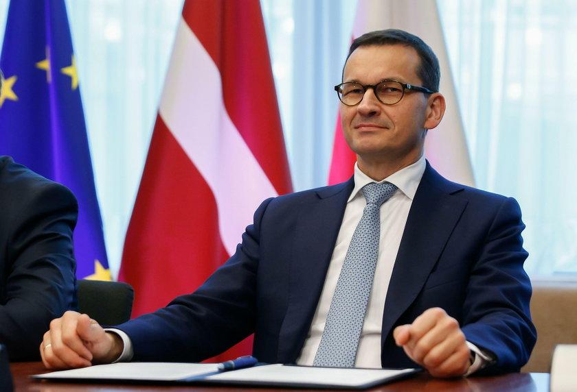 Onet: Kelnerzy obciążają Morawieckiego w aferze taśmowej