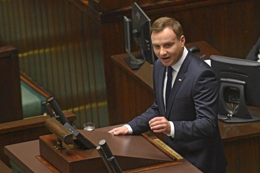 Skandal na zaprzysiężeniu Andrzeja Dudy! Buczenie w ławach PO