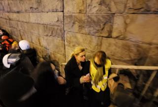 Posłanka Barbara Nowacka wśród poszkodowanych po użyciu gazu łzawiącego przez policję