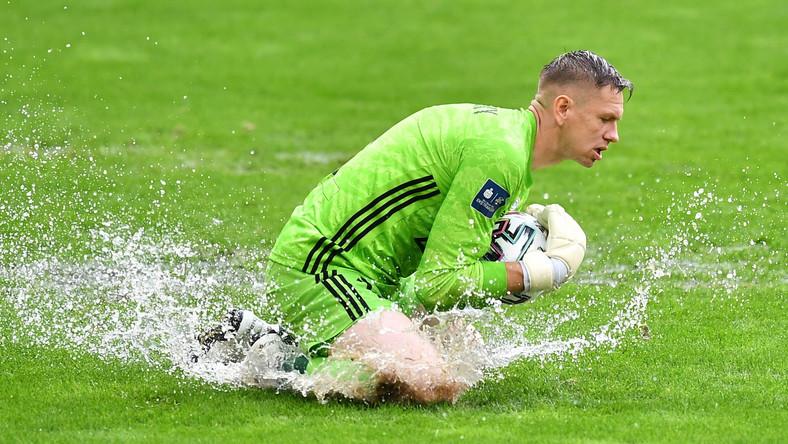 Bramkarz Śląska Wrocław Matus Putnocky podczas meczu grupy mistrzowskiej 33. kolejki piłkarskiej Ekstraklasy z Lechem Poznań
