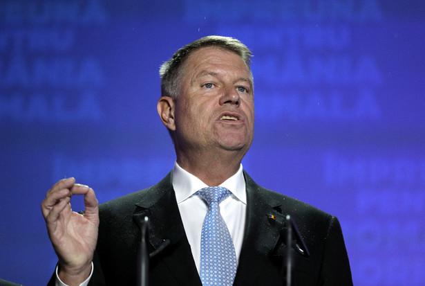 Niedzielną I turę wyborów prezydenckich w Rumunii wygrał obecny szef państwa Klaus Iohannis, zdobywając 38,7 proc. głosów - wynika z sondażu exit poll ośrodka IRES. W II turze zmierzy się z byłą premier Vioricą Dancilą, która uzyskała 22 proc. poparcia.