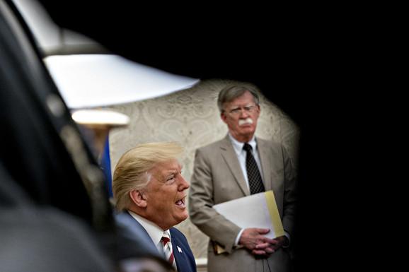 Džon Bolton i Donald Tramp