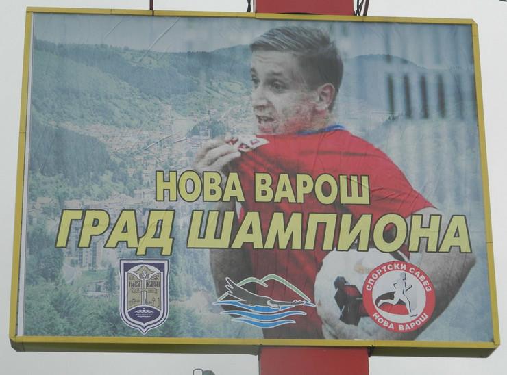 632293_nova-varos-02-bilbord-ivanu-saponjicu-u-novoj-varosi-foto-zeljko-dulanovic