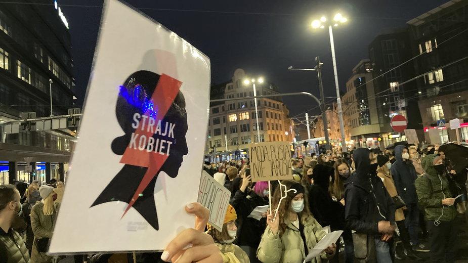 Z logo Strajku Kobiet w avatarze nie można było uczestniczyć w wykładzie prof. Jana Majchrowskiego