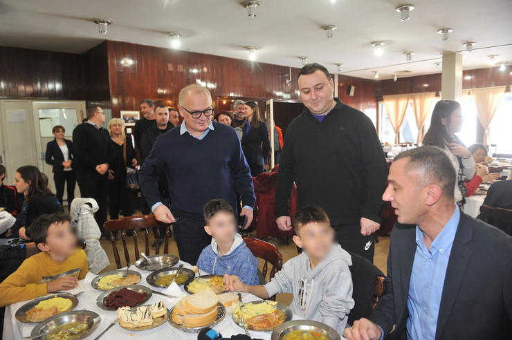 Zamenik gradonačelnika Goran Vesić posetio mališane na Tari