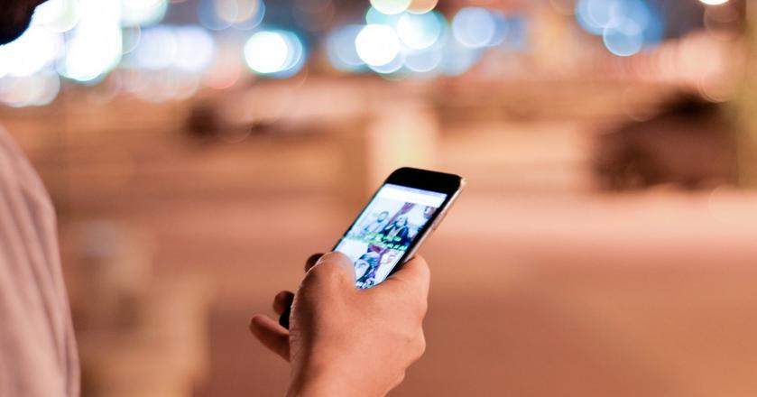 Produktywni ludzie nie sprawdzają ciągle smartfona. Oto, co robią zamiast tego