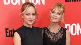 """Dakota Johnson zabroniła mamie obejrzeć film """"Pięćdziesiąt twarzy Greya"""""""
