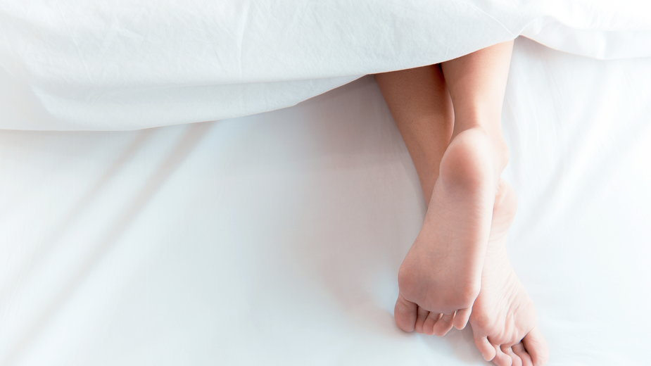 Jaki wpływ na zdrowie ma spanie nago