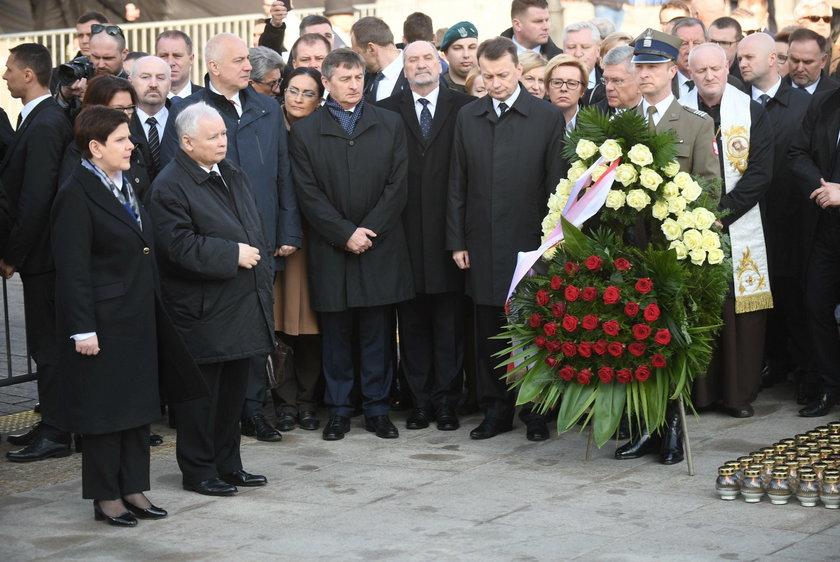 Kaczyński przywołał Szydło. Ten gest mówi wiele