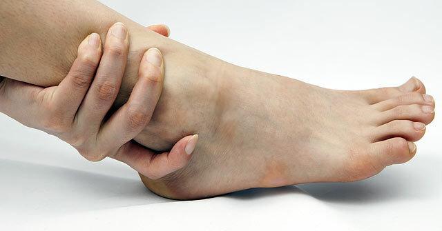 ízületi fájdalom érzésteleníti vándorló fájdalom az ízületekben és a lábakban