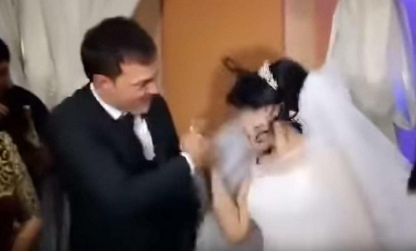 Uzbekistan: Skandal na ślubie. Uderzył pannę młodą na oczach gości